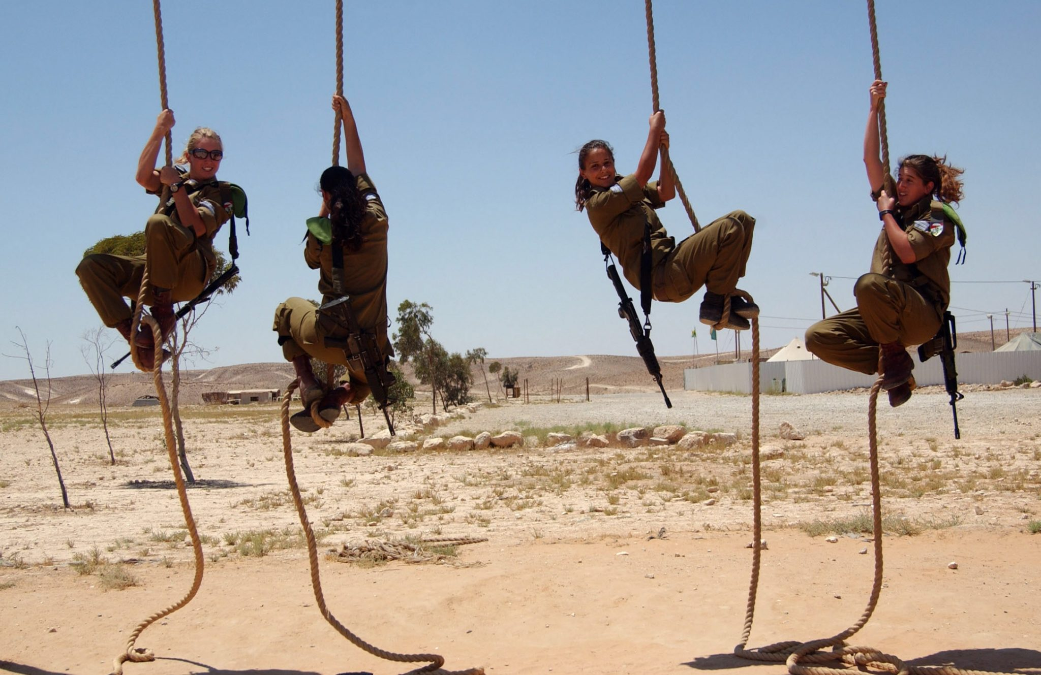 female soldiers in the israel idf ropes