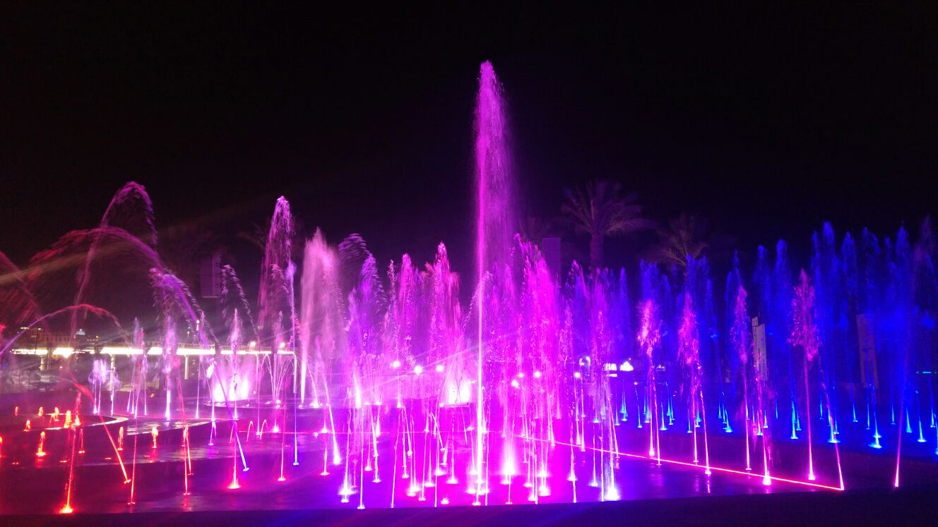Not far from the Eilat beach is a dancing water fountain that shoot jets and lights up at night