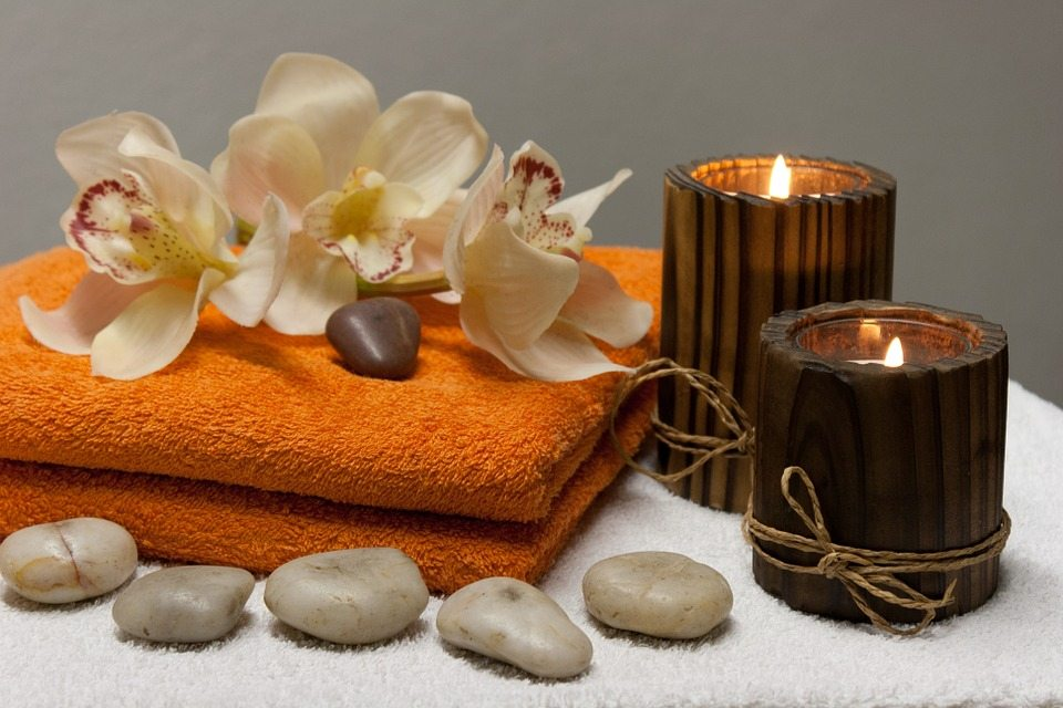 Essentially Me is a Jeruslam-based beauty and massage service that comes to your home or hotel room