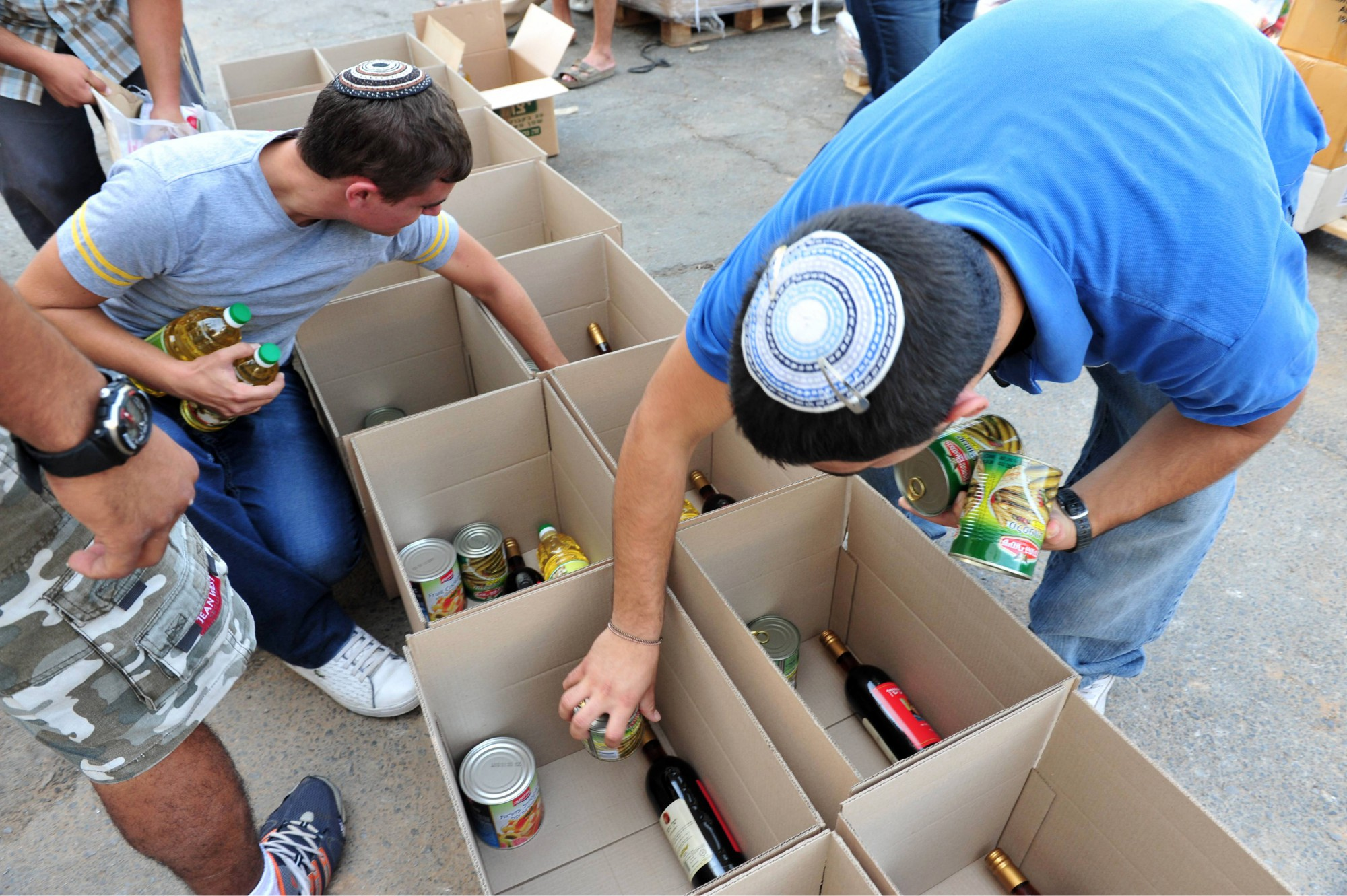 creating food packages for families in israel