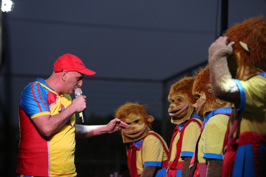 yuval hamevulbal talking to costume monkeys a show for the whole family this hanukkah 2018